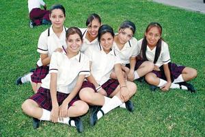 <b>18 de junio </b><p> Rosaura Sánchez, Tere Martínez, Brigitte Rubí, Karla Torres, Carmen del Campo, Edith Rodríguez, forman parte de la nueva generación de la Academia Villa de Matel.