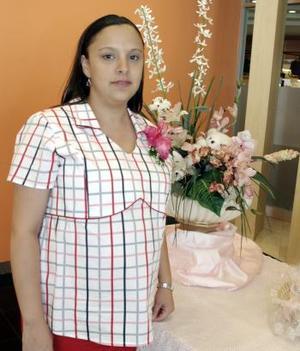 Por el cercano nacimiento de su bebé, Claudia Eddy de Hernández disfrutó de una fiesta de canastilla hace unos días