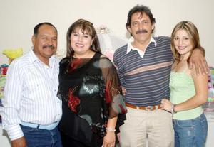 <b>18 de  junio</b><p> José Rodríguez Moreira, Roxana de Marín, Julio Marín y Ana Patricia Marín