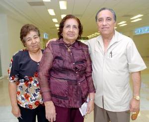 Alicia Lavenant viajó a Tijuana, la despidieron Samuel de León e Isabel Rangel