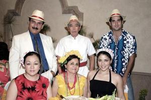 Antonio Pérez y Perlita Lee, Karime Chibli de Lee y Antonio Lee, Jocelyn Pérez y Pedro Lago