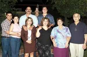 Jesús Pérez Galindo acompañado por un grupo de amigos y familiares, en la reunion que le ofrecieron con motivo de cumpleaños