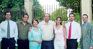 Felipe de Alba Bessonier, acompañado de su esposa Alma Gloria y de sus hijos, Felipe de Alba, Manuel Alejandro, Alma Huguette, Jorge Alaín y Carlos Raúl de Alba