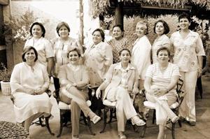 <b>19 de  junio</b><p> Yolanda, María Elena, Irene, Lidia, Esperanza, Soledad, Rebeca, Rocío, Angélica, Margarita y Yola, en pasada reunión.