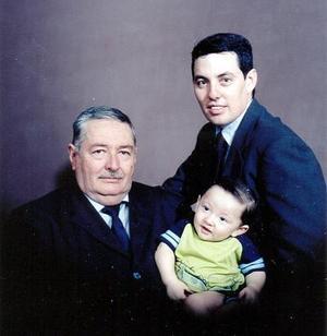 Carlos Rodríguez Flores con su hijo Carlos Rodríguez Ramírez y su nieto Carlos Patricio Rodríguez Morado
