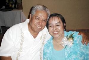 Andres López Moreno y María del Carmen López de López celebraron 44 años de matrimonio.