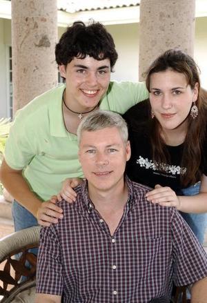 Ricardo Sosa Leiner y sus hijos Marcela y Ricardo Sosa Franco.