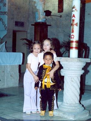 Juan Francisco Montoya acompañado de Fernanda y Marian Romero Montoya, el día de su cumpleaños número tres