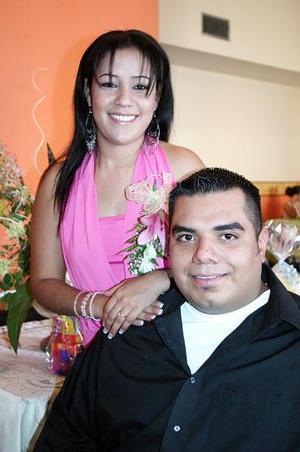 Por su próxima boda, Mario Alberto Sierra Mireles y Érika Pérez Acosta disfrutaron de una despedida bíblica.
