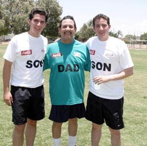 Jorge Cepeda Ruvalcaba con sus hijos Jorge y Mauricio Cepeda Hernández.