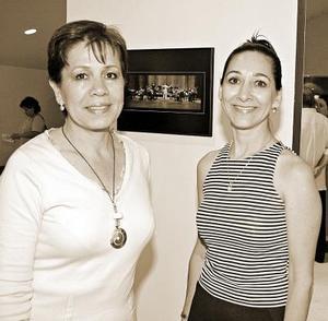 Leticia Cañedo de Castro y Julia Anguiano.