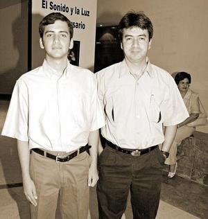 Marcos Gallardo Aguirre acompañado por Marcos Gallardo Arellano.