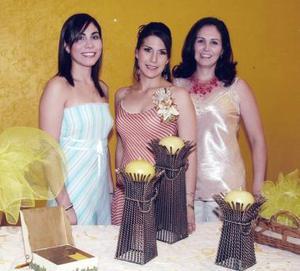 Mayté con sus hermanas Paola Romero y Brenda R. de Ramírez.