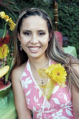 Laura Samantha Fernández Campa contraerá matrimonio con Enrique Gámez y Núñez el próximo dos de julio, y por ellio disfrutó de una despedida de soltera.