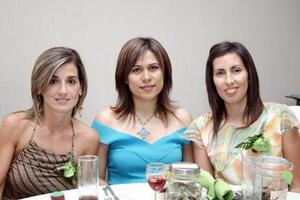 Rebeca de Hernández, Blanca de Fernández y Dora Uribe de Hunter.