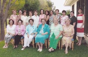 Estimables damas que forman la Comunidad Juan Pablo II se reunieron recientemente para cerrar el ciclo de actividadesque realizan y dar a conocer sus nuevos planes.