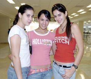 Daniela Sesma, Angélica Sesma y Miriam Díaz viajaron a Mazatlán.