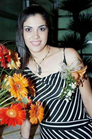 María Elena Villalobos Sosa, captada en su despedida de soltera.