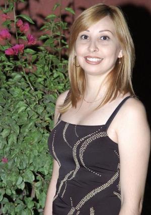 <b>24 de junio </b><p>  Cecilia Castillo Mancha, captada en su despedida de soltera.