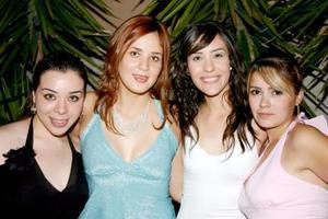 Gaby con sus amigas Roxana Camacho, Sandra Villa y Shelssea Arroyo.