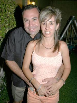 Jaime Aguilera Schultz celebró su cumpleaños en compañia de su esposa Eva y un grupo de amistades.