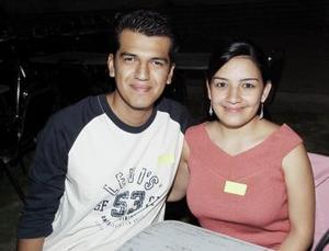 Robel Méndez Guerrero y Adriana Zorrilla Cabada, en una muestra gastronómica celebrada en los jardines del Centro Saulo.