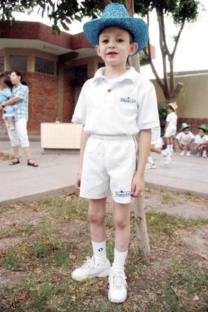 <b>24 de junio</b><p> El pequeño Lauro José luis Morales, en reciente convivio.