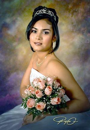 Srita. Oriandi Mijares Ortiz, en una foto de estudio con motivo de sus quince años de vida