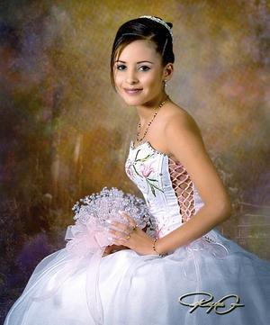 Srita. Armida de Lara Varela, en una fotografía de estudio on motivo de sus quince años de vida.jpg