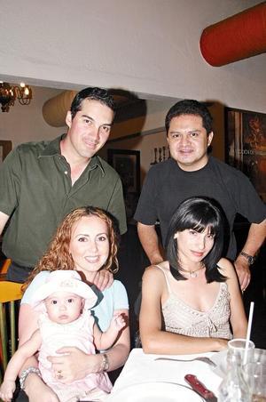 Gerardo y Maru Gómez con su pequeña Marucita, Antonio y Blanca Contreras