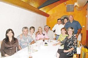 Cesar y Roció Martinez, Elena y Luis Martinez, Isabel y Manuel Fernández, Cristina y Oswaldo González