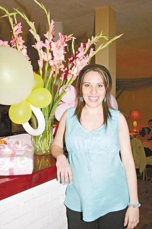 <I>Fiesta Pre mamá</I><P> Valeria Martínez de Menéndez