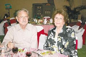 <I>Sembradores festejan Día del Padre</I><P> Sergio y Bertha Berlanga