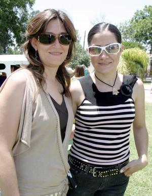 Elizabeth de Salas y Karina Zreik, en reciente festejo social.