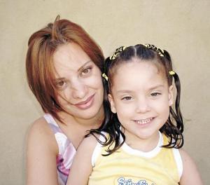 Brenda de la Torre  con su hija Bárbara