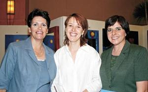 <I>Ayudando al Instituto de Desarrollo Integral</I><P>Organizadoras del evento: Ana Diz Martínez, Amelia Díaz Flores de González y Dulce María de Reyes