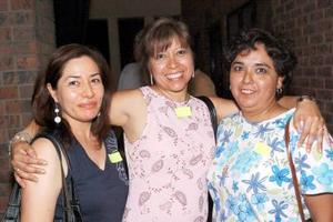 <b>25  de junio </b><p> Pilar Pardo, Laura Kested y Adela Carrillo, captadas en una muestra gastronómica.