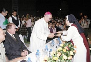 <I>Centenario de Villa Matel</I><P>El señor Obispo José Trinidad Medel hizo un viaje especial de la ciudad de Puebla para estar presente en la misa concelebrada.