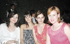 Naima M. de Mexsen, Mayte B. de Murra, Rocío Y. de Murra y Marisol C. de Papadópulos.