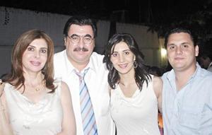 Los abuelos maternos Martha M. de Papadópulos y Aris Papadópulos y los padres Sofía Papadópulos de Mijares y Arturo Mijares.