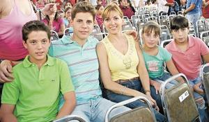 Juan Pablo, Angel, Claudia y Ana Claudia Gomez y Fernanda Silva.