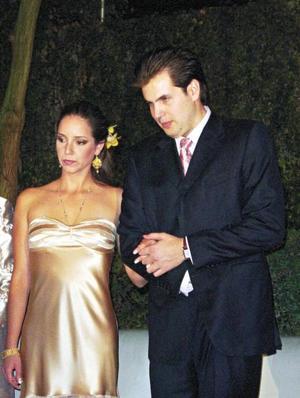 <I>Elegante Boda Civil</I><P> Los ahora esposos Adriana Plancarte Welsh y Mario Treviño Rivero
