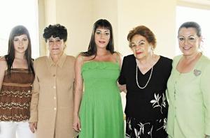 <I>En espera de sus bebés</I><P> Bárbara Lozano Herrera, Vilma A. de Herrera, Carla Lozano de Burillo, Virginia S. de Lozano y Lety Herrera de Lozano