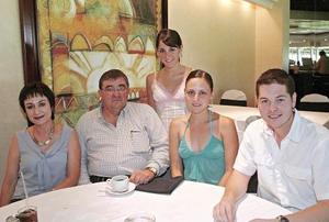 Laura Muñoz de Jiménez, José Manuel Jiménez, María José Jiménez Muñoz, María Emilia Jiménez de Madero y Carlos Madero Humphrey