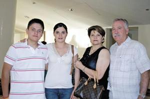 Hector García, Carmen de García, Karla García y Hector Salas