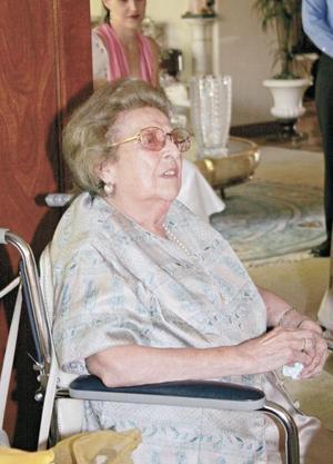 <I>Comida de fin de curso<I><P> Doña Lucía Aguirre de Fernández Aguirre