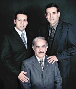 Rolando Guerrero Sifuentes con sus hijos Rolando y Jorge Guerrero Velázquez.