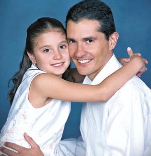 <I>ROSTROS ACTUALES<I><P> Mario Canales López y su hija Lorena Canales González.
