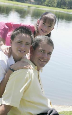<I>ROSTROS<I><P>Fotografía: Aldaba Marcelo torres Cofiño y sus hijos Marcelo Alonso y Daniela