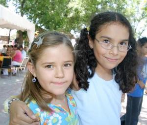 Ana Cristina Rivero y Débora Armendáriz.